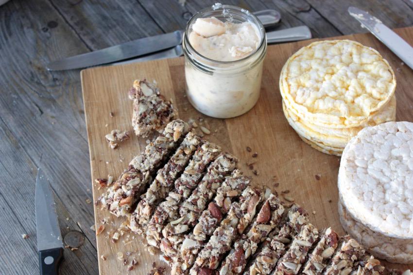 Nuss-/Kernbrot und Maiswaffeln sind gute Alternativen zu Weizenmehlbrot
