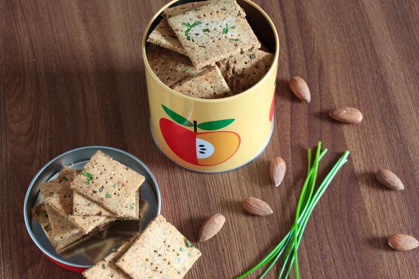 Glutenfreie Mandel-Kräuter-Kräcker
