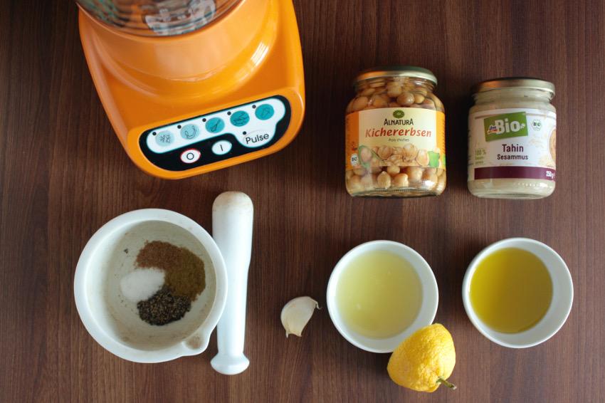 Der Kitchen Aid Blender und die Zutaten für den Hummus.