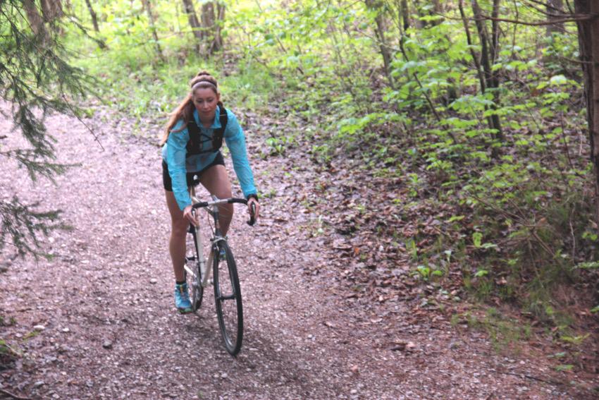 Auf dem Cyclocross Rad gehts durchs Gelände.
