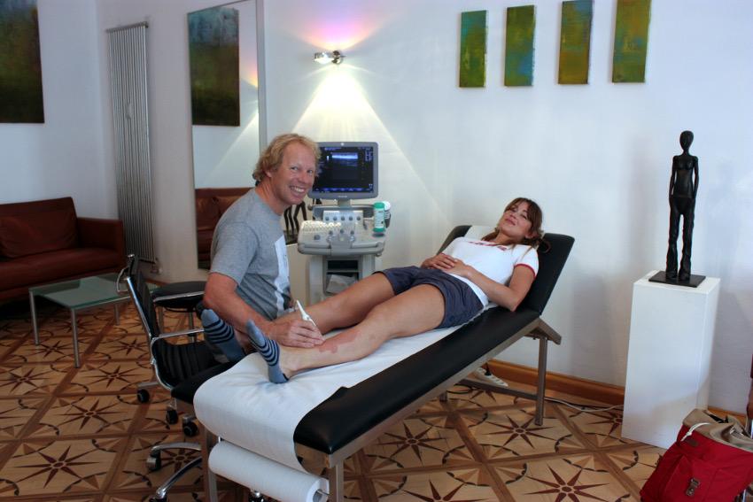 Von Dr. med. Christoph Burghart (www.ortho-vz.de) werde ich bereits seit 10 Jahren ausgezeichnet behandelt.