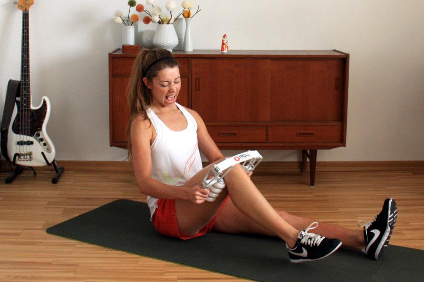 Muskeln ausrollen nach dem Training oder nach einem Wettkampf kann schon mal unangenehm sein.