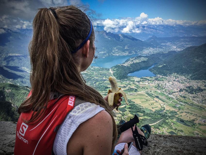 Geschafft! Kleine Stärkung auf dem Cima Vezzena, bevor es auf den großen Downhill ging. Foto: Philipp Reiter