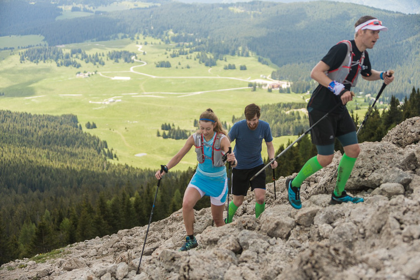 """Fast geschafft! Der """"fluffige"""" Trail zwischen Cima Mandriolo und Cima Vezzena. Voran geht Patrick aus Stuttgart, hinter mir läuft Jaques aus Berlin. Foto: SportScheck"""