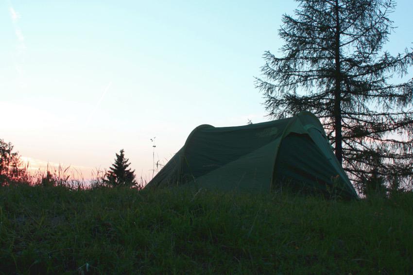 Zelten auf der Weyerer Alm am Samerberg. Der 5-to-9-Hike von The North Face und Neverstopmunich.
