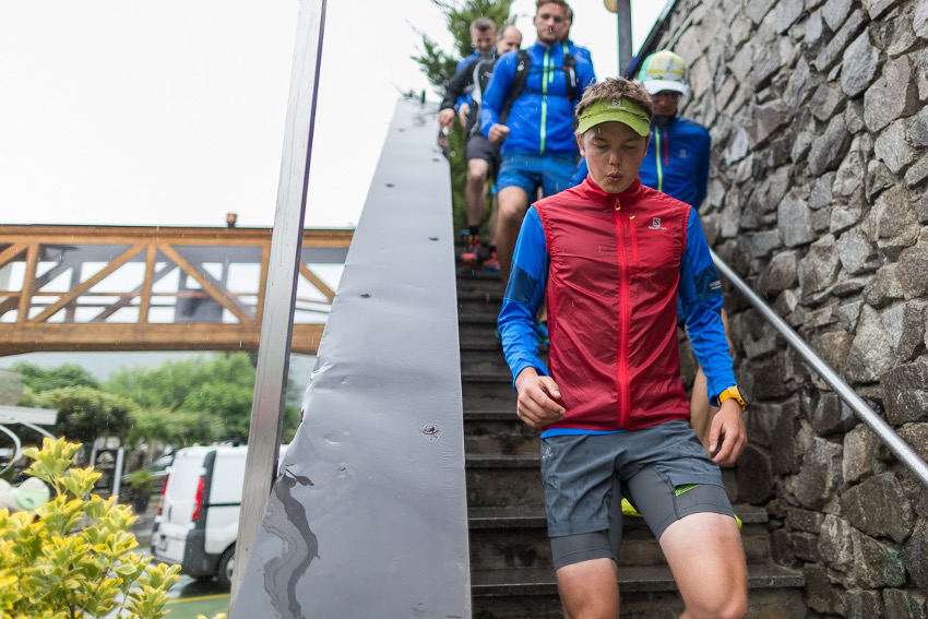 Der Regen ist uns egal! Auf gehts um den Levicosee mit Philipp Reiter. Foto: SportScheck