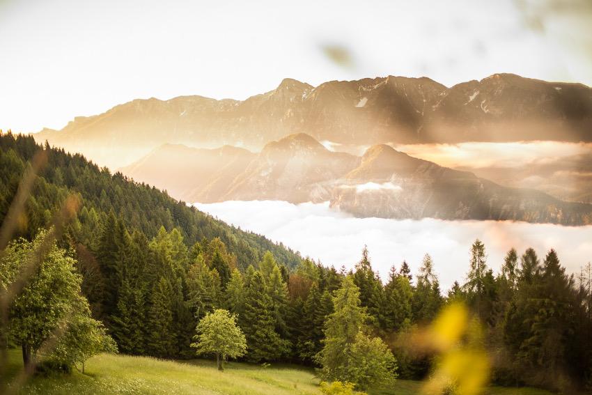 Sonnenaufgang mit Wolken über Levico Terme im wunderschönen Trentino. Foto: SportScheck
