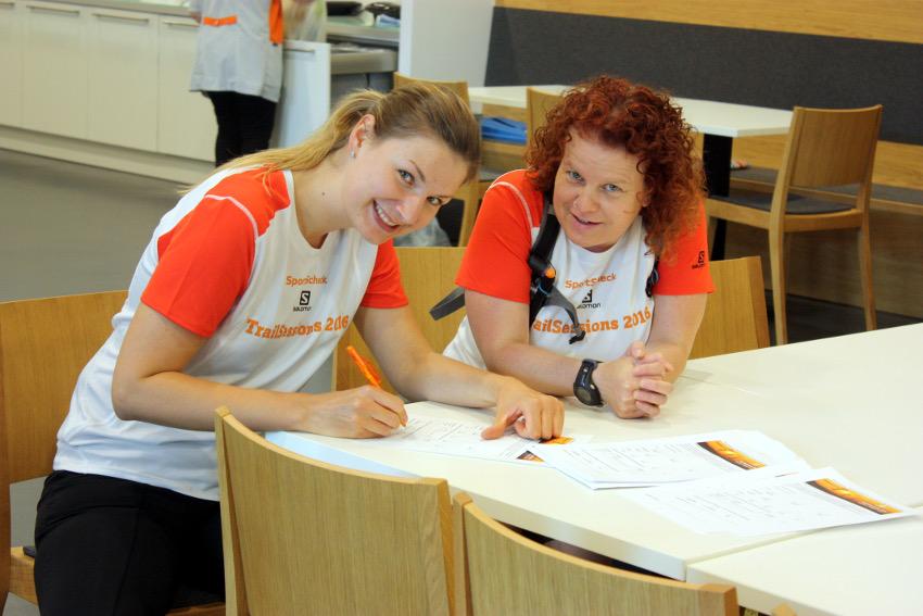 Anne und Brigitte, unser Muffinbäckerin