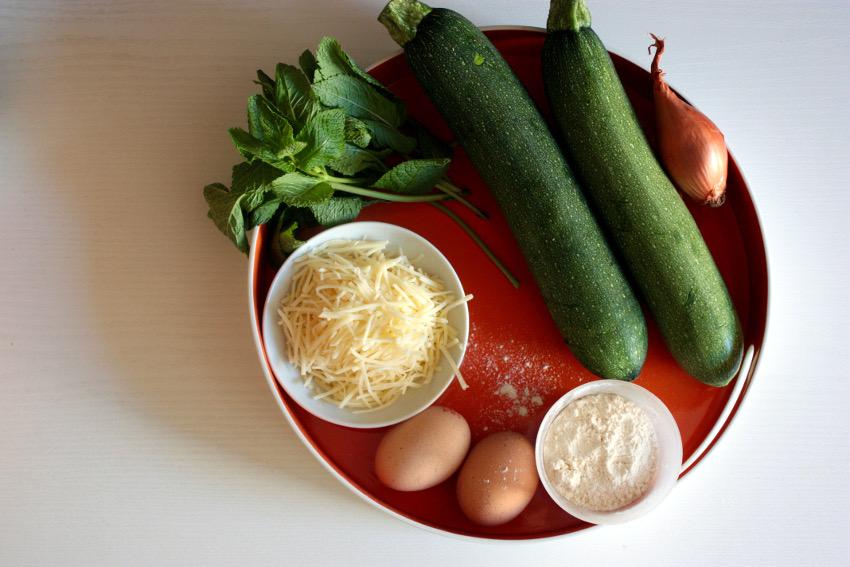 Die Zutaten für meine Zucchinipuffer.