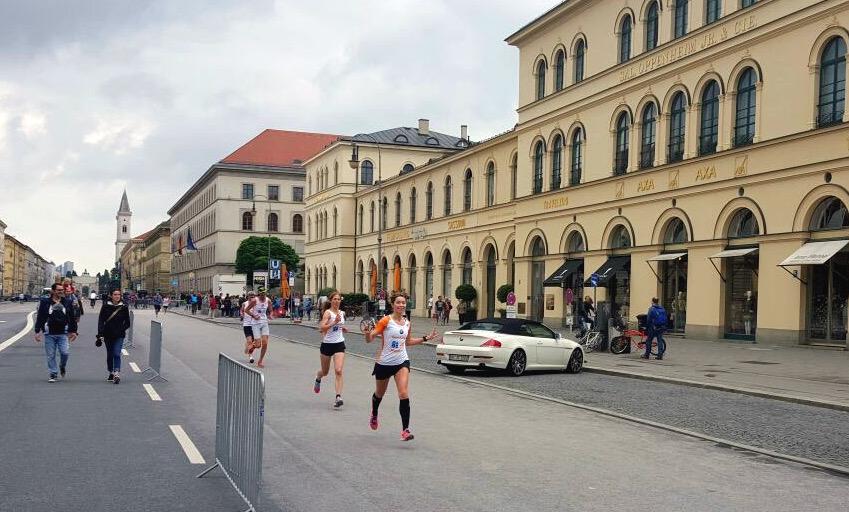 Kurz vor dem Odeonsplatz reichte die Puste auch noch für ein paar Faxen. Foto: Steffen Müller