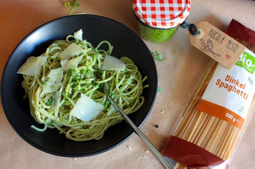 Spaghetti mit Rucola Pesto sind für mich ein wunderbares, sommerliches Gericht.