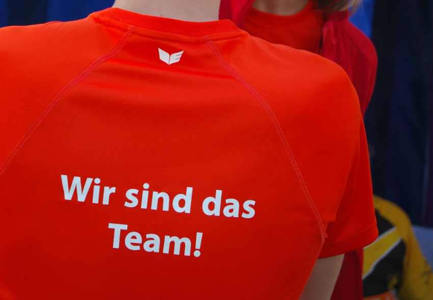 Unser leuchtendes Teamshirt. Foto: Jobcenter München