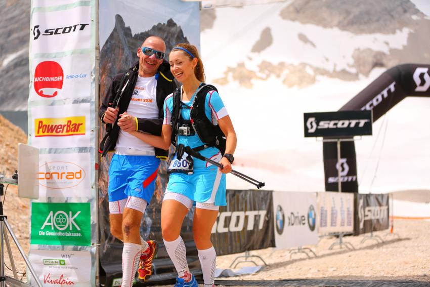 Freude und Erleichterung im Ziel. Den Zugspitz-Berglauf habe ich geschafft! Foto: Sportograf