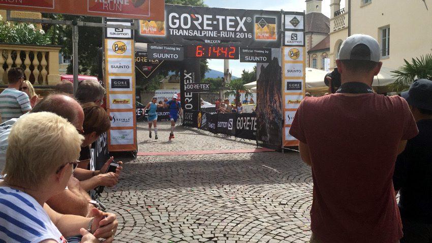 Unser Zieleinlauf auf der finalen Etappe von Sarnthein nach Brixen. Was für ein Moment!