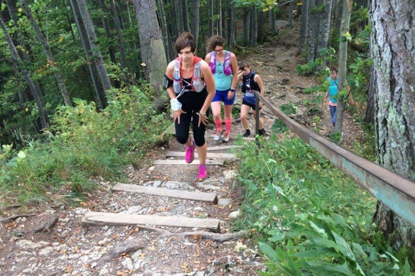 Noch ein paar Treppenstufen, dann ist der Aufstieg auf den Riederstein geschafft.